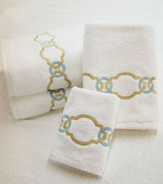 Roman Key: A bold hammered chain design, in two interlocking colors, evokes the might of the Roman Empire. This design is equally at home in a traditional or contemporary setting. Embroidery Motifs, Machine Embroidery, Embroidery Designs, Embroidered Bedding, Embroidered Towels, Hand Towels, Tea Towels, Personalized Towels, Vegetable Storage