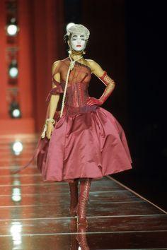 Christian Dior Fall 2000 Couture Fashion Show