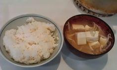 不味そう飯: 豆腐とモヤシの味噌汁ご飯。おかずが何もないので作った。質素な物である。