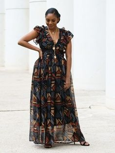 Ideal for your events of this summer, the zaya dress will sublimate you while being comfortable. it is light, fluid and all muslin. she lets reveal your back for a sexier side. Latest African Fashion Dresses, African Dresses For Women, African Attire, Chiffon Dress Long, Black Long Sleeve Dress, African Fashion Traditional, Ankara Long Gown Styles, Mode Kimono, Fancy Wedding Dresses