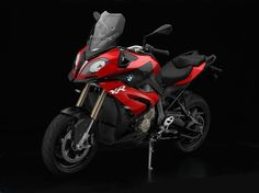 BMW releases the S 1000 XR sport-tourer, aimed directly at taking down the Ducati Multistrada. Motorcycle Camping, Motorcycle News, Camping Gear, Nova Bmw, Volkswagen, Ducati Multistrada, Motorbike Design, Bmw S1000rr, Sports Models