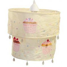 Hanglamp Cupcake geel | Sass & Belle  Pastel gele hanglamp met cupcakes. Leuk afgewerkt met pailletten en kralen. #hanglamp #verlichting #kinderkamer #babykamer #cupcake #geel #engeltjesendraken #sassandbelle