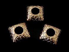 SECEC22 Separador para collar estampado, color cobrisado (plastimetal), medida 2 x 2cm, precio x 12 piezas $40 pesos, precio x 25 piezas $79 pesos