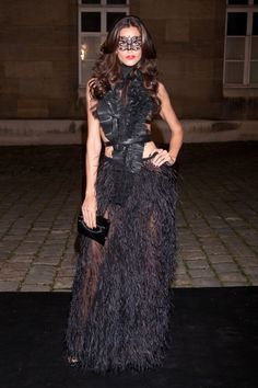 >> Carine Roitfeld's masquerade ball last night, celebrating 90 years of Vogue Paris and loosely Eyes Wide Shut-themed, meant lots of sheer gowns, and Masquerade Party Outfit, Masquerade Ball Dresses, Fashion Week Paris, Vogue Paris, Maskerade Outfit, Costume Venitien, Sheer Gown, Fashion Mask, Pink Fashion