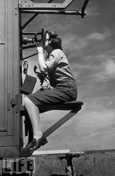 Reporting the position of enemy aircraft to gun crews
