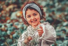 Image may contain: 1 person, standing, child, outdoor and closeup Cute Baby Girl Photos, Cute Baby Twins, Cute Little Baby Girl, Baby Boy Pictures, Beautiful Baby Girl, Adorable Babies, Sweet Girls, Beautiful Eyes, Baby Photos