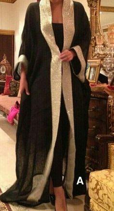 Printed and Embroidered Kimono Style Abaya Collection – Girls Hijab Style & Hijab Fashion Ideas Arab Fashion, Islamic Fashion, Muslim Fashion, African Fashion, Mode Abaya, Mode Hijab, Dress Robes, Caftan Dress, Estilo Abaya