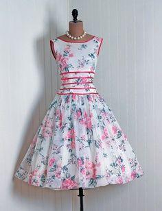 Beautiful 50s sleeveless flower print white and pink dress
