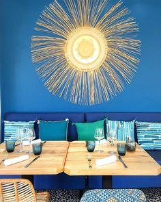 Bulle doxygène bulle dénergie bulle dair... Avec la mer en toile de fond la décoratrice @agence_annabelle_fesquet a mis en scène les différents espaces de lhôtel. Elle sest inspirée des ressources marines et végétales environnantes pour transformer @lesbullesdemer en un cocon à lesprit bohème chic.  . .  LES BULLES DE MER  hôtel restaurant spa .  Saint Cyprien (66) ____ #lesbullesdemer #saintcyprien #stcyprien #saintcyprienbeach #decorinterior #interiordesign #hotel #spa #restaurant #travel… Transformers, Bulle D Air, Hotel Restaurant, Decoration, Saint, Spa, Ceiling Lights, Lighting, Instagram