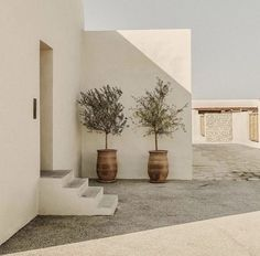 home decor We check into Casa Cook Kos, the newest luxury boutique hotel in the bohemian Casa Cook hotel series, designed by interior designers Annabell Kutucu and Michael Schickinger. Design Exterior, Interior And Exterior, Interior Paint, Home Design, Design Ideas, Casa Cook Hotel, Sweet Home, Sustainable Design, Interior Design Living Room