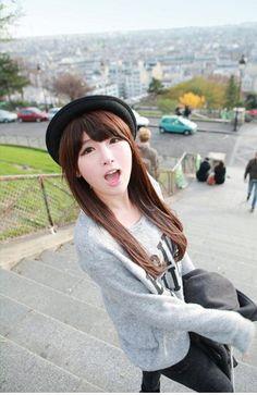 Kim Shin Yeong, straight brown hair
