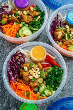 Thai Peanut Chicken Buddha Bowls Recipe : A quick, light, healthy and tasty peanut chicken quinoa bowl! Healthy Meal Prep, Healthy Eating, Asian Recipes, Healthy Recipes, Asian Cooking, Peanut Chicken, Thai Chicken, Chicken Recipes, Clean Eating