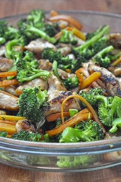Ασιατικά λιγκουίνι με κοτόπουλο και λαχανικά/Asian chicken linguine