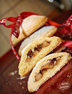 Melegueta...                      piccole ricette per un matrimonio (quasi) perfetto: #Christmascookies  Biscotti al profumo di arancia e cuore di mela, uv...
