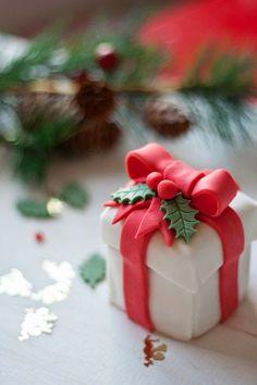 Mini Gift Box Cake