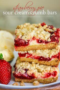 Strawberry Pie Sour Cream Crumb Bars by The Recipe Critic ~ Delicious and creamy strawberry crumb pie bars. Tastes like strawberry pie! Just Desserts, Delicious Desserts, Yummy Food, Dessert Healthy, Desserts With Sour Cream, Bon Dessert, Dessert Bars, Cherry Pie Bars, Yummy Treats