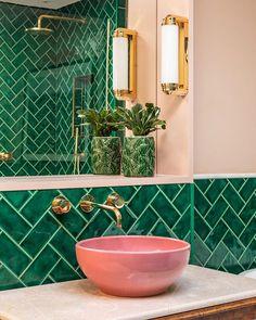 25 Creative Tile Bathroom Ideas to Refresh Its Looks Bright Green Bathroom, Lime Green Bathrooms, Green Bathroom Tiles, Green Tiles, Colorful Bathroom, Pink Tiles, Small Bathroom, Master Bathroom, Bathroom Ideas