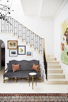 Artistic Penthouse A curated lifestyle in the sky Staircase Traditional by Les Ensembliers Interior Staircase, Modern Staircase, Wooden Staircases, Stairways, Floating Staircase, Oak Panels, Banisters, Stair Railing, Interior Design Photos