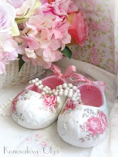fantastic Shabby chic .... deoupaged clay shoes
