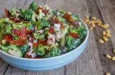KREMET BROKKOLISALAT Frisk, Quinoa, Sprouts, Vegetables, Food, Veggie Food, Brussels Sprouts, Vegetable Recipes, Meals