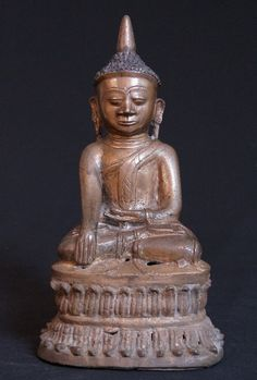 Antique Burmese Shan Buddha Material: Bronze 31,5 cm high 16,5 cm wide 15 cm deep Shan (Tai Yai) style Bhumisparsha Mudra 17th century Originating from Burma