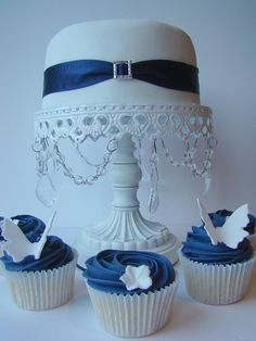 Different ways wedding cupcakes can be displayed @ http://JuliesCafeBakery.com #cupcakes #recipe #cakes