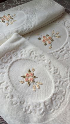 Diy Embroidery Patterns, Basic Embroidery Stitches, Embroidery On Clothes, Flower Embroidery Designs, Hand Embroidery Designs, Machine Embroidery, Bullion Embroidery, Diy Crafts And Hobbies, Bordado Popular
