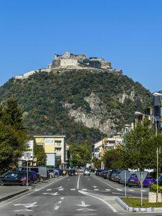 Deva fortress in Transylvania Romania Beautiful World, Beautiful Places, Romania Travel, Turism Romania, Travel Around The World, Around The Worlds, Transylvania Romania, Best Cities, Albania