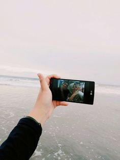 Just a piece memory from Bali. Fyi, the photo in the smartphone is my sister and her boyfriend 💕💕😂😂
