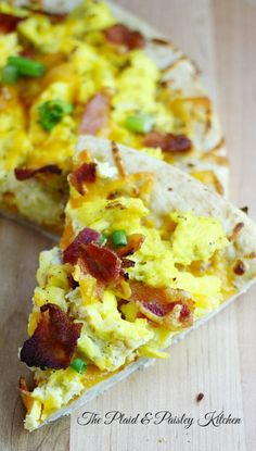 Breakfast Pizza ~ The Plaid & Paisley Kitchen ~ www.pandpkitchen.com