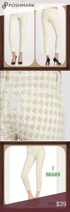 J Brand Houndstooth Creamy White Capris EUC Size30 Creamy white Houndstooth design Capri. Size 30. In excellent used condition. 9 inch rise. 27 inch inseam. Stylish and comfortable Twill material! J Brand Pants Capris