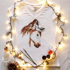 Koszulka ręcznie malowana z koniem i tygrysen hand painted t-shirt horse watercolor, tattoo, tiger, sketch