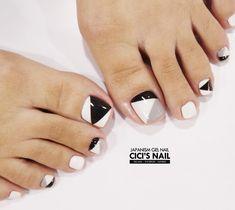 Pedicure Essentials and Designs Pretty Toe Nails, Cute Toe Nails, Feet Nail Design, Toe Nail Designs, Pedicure Nail Art, Toe Nail Art, Hair And Nails, My Nails, Feet Nails