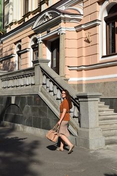 Classic style//fall outfit//beige and burnt orange//midi skirt