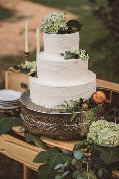 Rustic wedding cake #weddingcake @weddingchicks