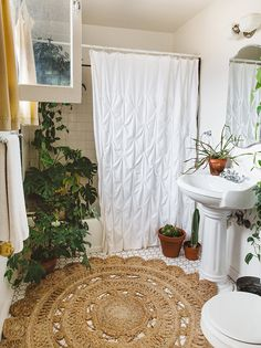 6 complete ideas: natural home decor boho chic style inspiration natural home decor bedroom design seeds.natural home decor diy mason jars natural home Casa Hipster, Apartment Decoration, Bohemian Bathroom, Tropical Bathroom Decor, Parisian Bathroom, White Bathroom Decor, Industrial Bathroom, Bathroom Interior, Natural Bathroom
