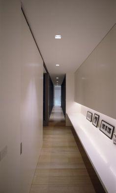 modern hall by Ian Moore Architects Interior Exterior, Interior Architecture, Interior Design, Building Architecture, Corridor Lighting, Flur Design, Design Design, Design Ideas, Hotel Corridor