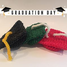 Graduation Cap Rubber Band Figure, Rainbow Loom Loomigurumi, Rainbow Loom by BBLNCreations on Etsy  Loomigurumi Amigurumi Rainbow Loom