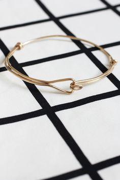 Turorial : How to make a braclet / Tutoriel : Réaliser un bracelet en fil d'alu source : http://ispydiy.com/my-diy-heart-bracelet/