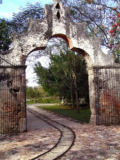 Spanish style – Mediterranean Home Decor Mexican Hacienda, Hacienda Style, Mexican Style, Spanish Style Homes, Spanish House, Spanish Colonial, Entrance Gates, Grand Entrance, Entry Doors