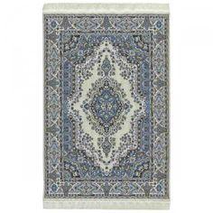 Orient Teppich, gewebt, 20x32 (30870). Abmessungen, inkl. Fransen: gewebt, 200 x 320 mm. Seit Jahrhunderten überlieferte Muster der schönsten Teppiche wurden präzise verkleinert und aus feinsten Garnen gewebt. Alle Teppiche, Läufer und Brücken haben nur eine Stärke von 0,5 mm und liegen deshalb besonders glatt und flach auf dem Boden. Die im Original weißen Teppichfransen sind zur besseren Sichtbarkeit dunkler abgebildet.