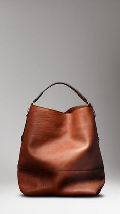 Burberry Large Washed Leather Duffle Bag in Brown for Men (cocoa) - Lyst Burberry Tote, Burberry Handbags, Hobo Handbags, Purses And Handbags, Small Handbags, Burberry Outlet, Burberry Clothing, Hobo Purses, Prada Handbags