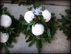 Monster High Characters, Tulips, Christmas Wreaths, November, Holiday Decor, Plants, Church Flowers, Flower Arrangements, Garden