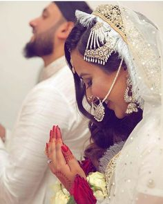 Learn Quran Academy is a platform where to Read Online Tafseer with Tajweed in USA. Best Online tutor are available for your kids to teach Quran on skype. Wedding Couple Poses Photography, Indian Wedding Photography, Wedding Poses, Wedding Photoshoot, Wedding Couples, Wedding Portraits, Wedding Bride, Couples Musulmans, Cute Muslim Couples
