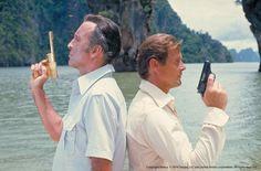 """Agente 007 - L'uomo dalla pistola d'oro [The Man with the Golden Gun], Roger Moore & Christopher Lee.   """"James Bond 50. Photo retrospective"""" exhibition @ Mercati di Traiano - Musei dei Fori Imperiali [""""James Bond 50. Retrospettiva Fotografica"""", mostra ai Mercati di Traiano - Musei dei Fori Imperiali]  #007 #RogerMoore #JamesBond"""