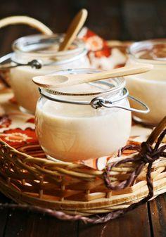 Crema de galletas de canela.100 gr. galletas,100 gr.azúcar,1cc.postre dulce leche, 600 ml.leche, 200 ml.nata líquida, 35 gr.maizena.Triturar galletas hasta reducirlas a polvo.Un poco de leche y disolver maizena.Verter la leche en cazo,agregar el azúcar,dulce de leche,nata líquida y maizena.Cocer a fuego medio-bajo removiendo hasta que la mezcla espese (si quedan grumos ayudar con minipimer). Verter la crema en los recipientes y dejar enfriar aprox.2 horas en nevera.