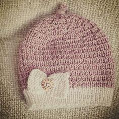 lue til en liten jente #gavestrikk #strikkedilla #strikkeglede #strikktilbarn #klompelompe #gavestrikk #pink #knitting #knittspo #knittingaddict #ullergull #sandnesgarn Baby Knitting Patterns, Baby Patterns, Knitted Baby, Hats, Instagram Posts, Fashion, Moda, Baby Models, Hat