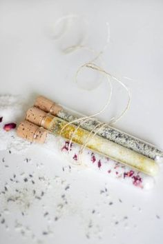 Your Easy-Peasy DIY Beauty Gift This Year   HelloNatural.co   Bloglovin'