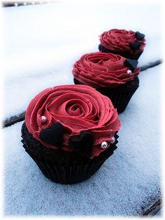 Rose Cupcake trio