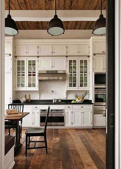 33 Nice Rustic Farmhouse Kitchen Cabinets Design Ideas - Country kitchen cabinets determine design in creating the distinctive character of each kitchen. Everyone loves the warmth of a country kitchen. Kitchen Cabinets Decor, Farmhouse Kitchen Cabinets, Modern Farmhouse Kitchens, Cabinet Decor, Farmhouse Style Kitchen, Kitchen Cabinet Design, Home Kitchens, Kitchen Ideas, Rustic Farmhouse
